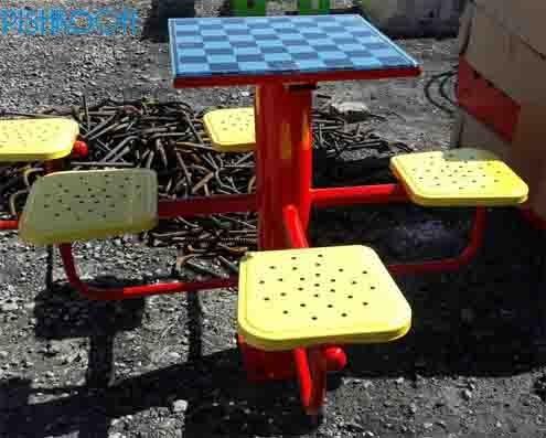 میز فلزی شطرنج ۴ طرفه پارکی