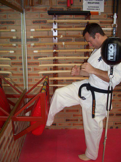 پایه کیسه بوکس باشگاه کاراته۱!